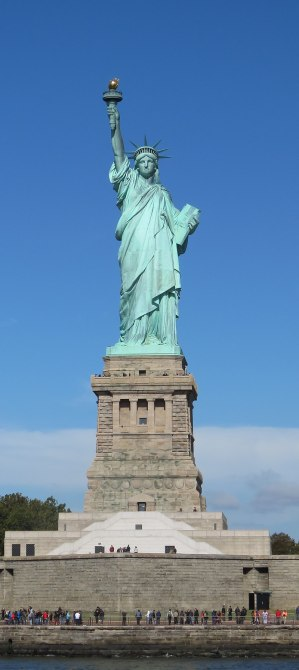 800px-lady_liberty_under_a_blue_sky_28cropped29